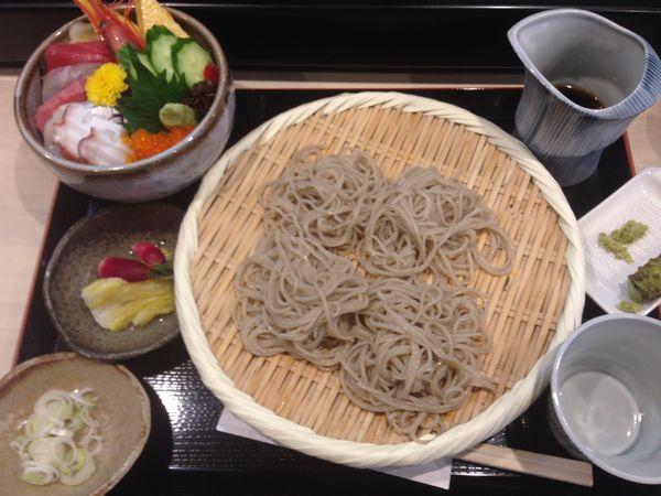 ミニ海鮮丼と蕎麦