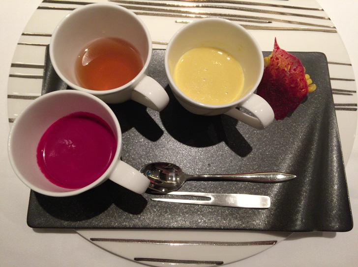 自家挽きコンソメ・とうもろこし・ビーツ 3種のスープを少しずつ…